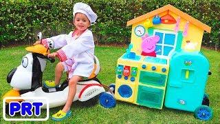 Criança Vlad jogar Toy Cafe on Wheels