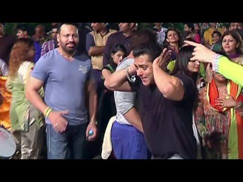 Salman Khan's CRAZY DANCE @ Ganesh...