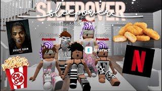MASSIVE SLEEPOVER ON BLOXBURG♡ | Roblox Bloxburg | Arabellaa