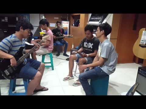 Mobil Balap - Naif (Cover) Kevin And Friends
