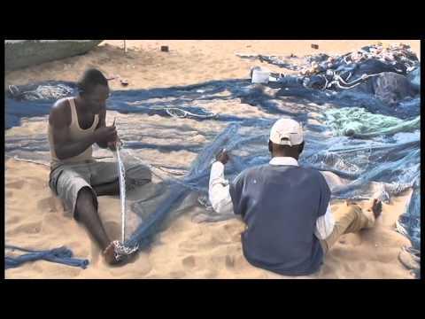 fishing for a living - vivere di pesca in ghana (by antonella sinopoli)