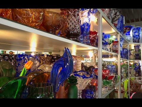 Russia, Gus-Crystal, Vladimir region. Crystal Market. (Россия, Гусь-хрустальный. Рынок хрусталя.)
