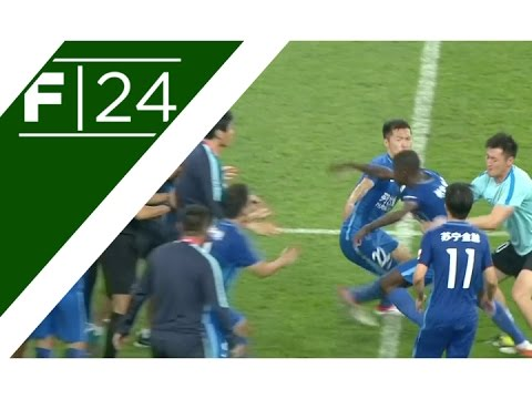 Ramires involved in bizarre altercation with referee