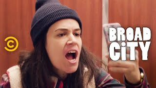 Broad City - Hack Into Broad City - Inauguration - Uncensored by : Comedy Central