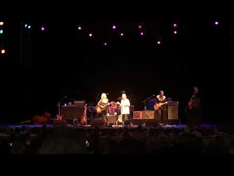 Passionate Kisses – Lucinda Williams and Mary Chapin Carpenter at Wolftrap, 8/12/17