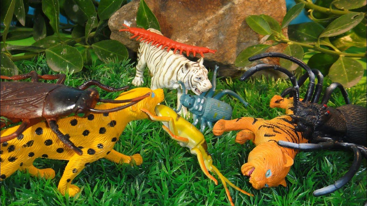 Гигантские насекомые атакуют хищников. А с динозаврами справятся?  Мультики для детей. Динозавры