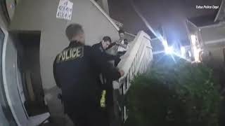 Угон полицейской машины в наручниках