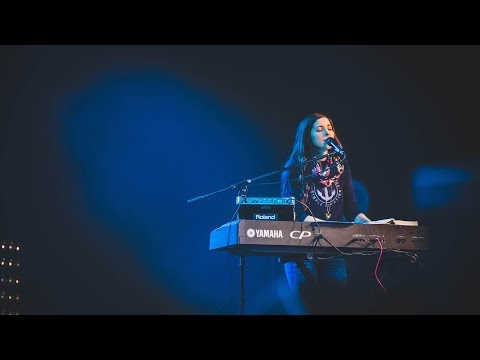 Lift Up Your Head - Laura Hackett Park (Live): Forerunner Music's new Onething Live album Shout Your Name is available now! Get it on iTunes: https://itun.es/us/N5EJ7  Each December downtown Kansas City transforms into a global destination for thousands of fiery worshipers as the International House of Prayer hosts its annual Onething conference. Forerunner Music is excited to present the latest offering in our Onething Live series, Shout Your Name.  ~ Follow Forerunner Music ~ Instagram: http://instagram.com/forerunnermusic Facebook: https://www.facebook.com/forerunnermusic Twitter: https://twitter.com/forerunnermusic Website: http://forerunnermusic.com