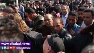 انهيار سيدة أثناء خروج جثامين شهداء العباسية من كنيسة العذراء.. فيديو