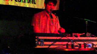 Idiot Glee - Ain't no Sunshine | live @ V39 / Incubate 14-09-2010 #incu10