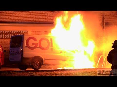 [TRANSPORTER IM VOLLBRAND] - Brandbekämpfung durch die Feuerwehr Düsseldorf -