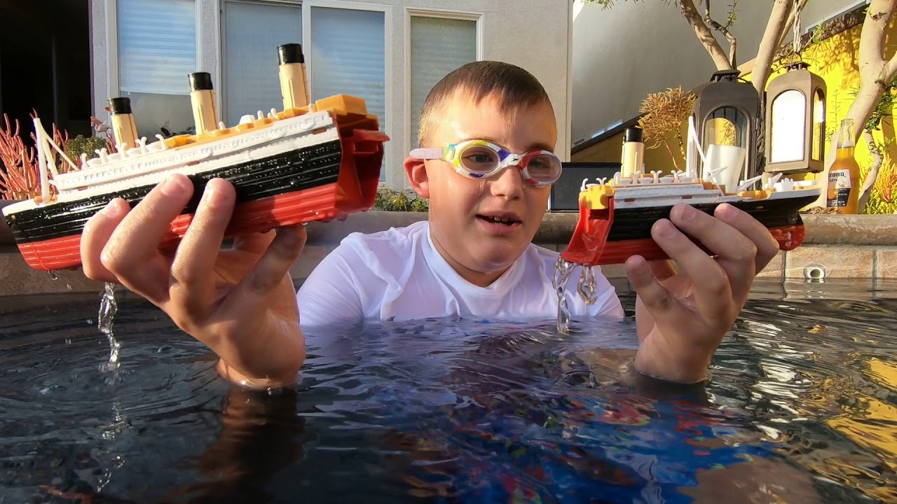 Toy R Toys Larry Life Titanic Submersible Ship Sinks In The Spa