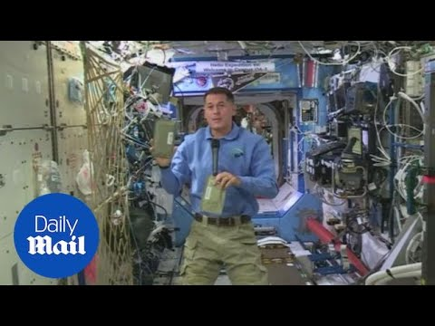Shane Kimbrough on how to eat Thanksgiving dinner in space - Daily Mail