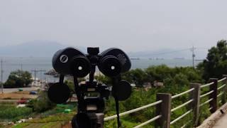 쌍안경으로 바라 본 여수 레일바이크 근처 바닷가 풍경