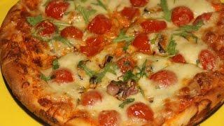 Пицца в духовке с морепродуктами и черри