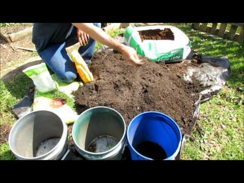 Quick & Easy  Way to Amend Last Year's  Container Garden Soil: Weed, Dump, Mix, Feed