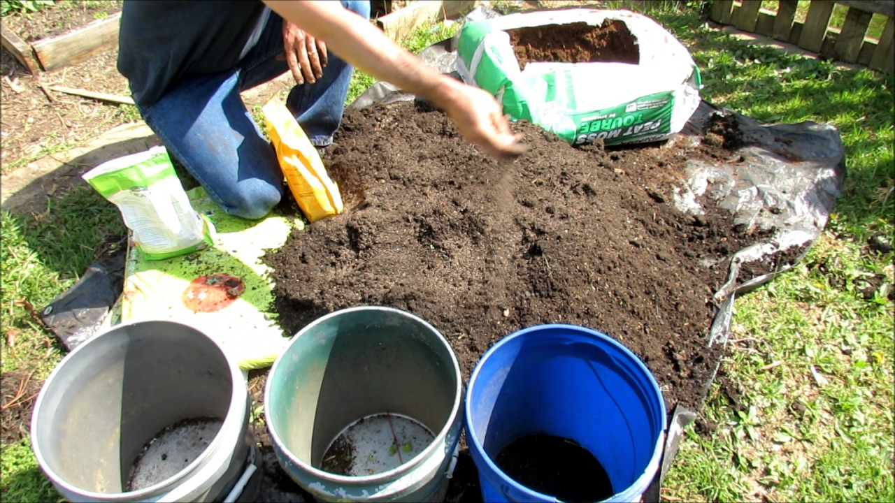 Quick U0026 Easy Way To Amend Last Yearu0027s Container Garden Soil: Weed, Dump,  Mix, Feed