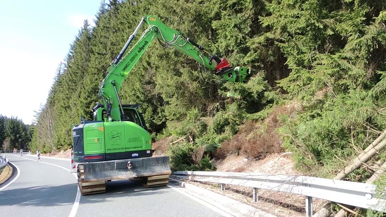 HYUNDAI Kurzheckbagger HX145 LCR in Forsteinsatz