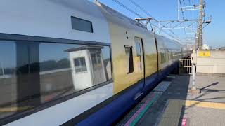 JR京葉線新習志野駅1番線を通過する255系マリBe-01編成。