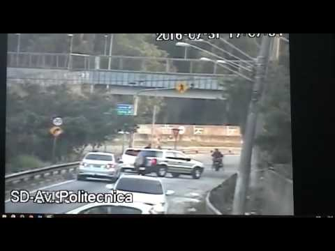 LADRÕES DE MOTO NA AV POLITECNICA SAO PAULO / thieves in action in sao paulo, robbery biker
