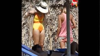 Собчак без фотошопа: как Ксения на самом деле выглядит в купальнике