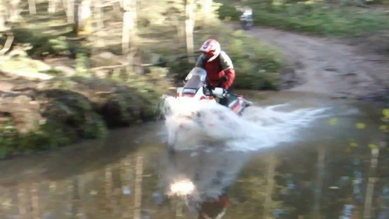honda xrv 750 rd04 africa twin river crossing youtube. Black Bedroom Furniture Sets. Home Design Ideas