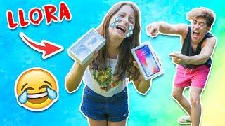 BROMA A MI HERMANA DE 9 AÑOS LE REGALO UN IPHONE!!