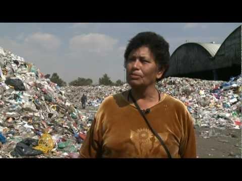 Mexican rubbish dump raises stink over jobs