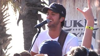 Watch Luke Bryan Suntan City video