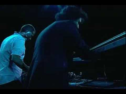 Thievery Corporation - Sound the Alarm (Live)