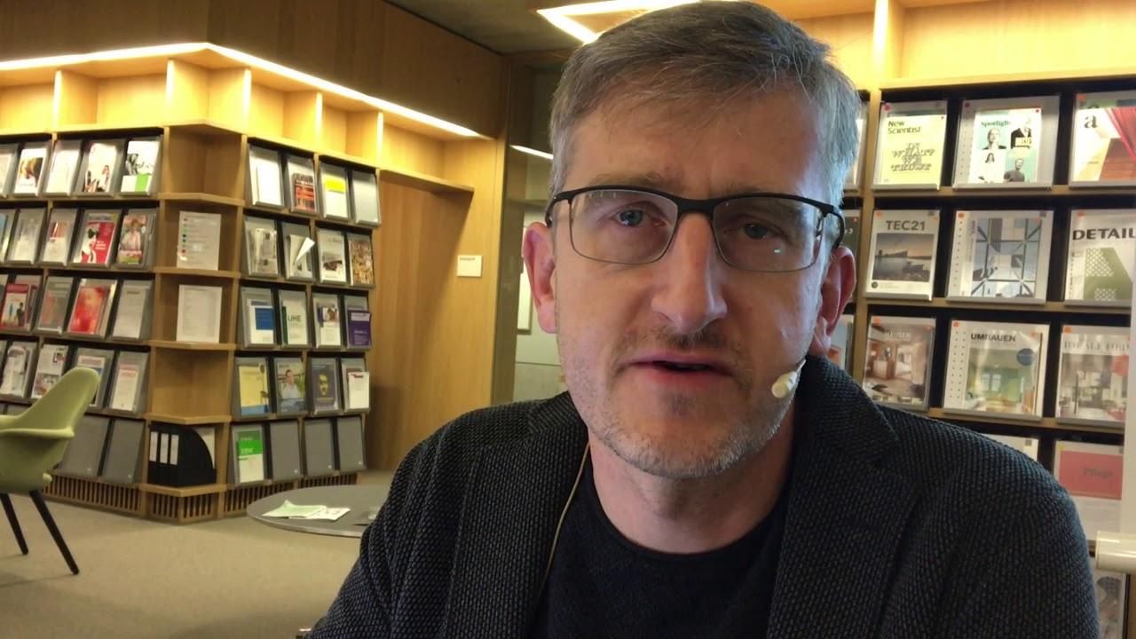 Interview Vernissage Phil Hubbe «Mit Behinderung ist zu rechnen»
