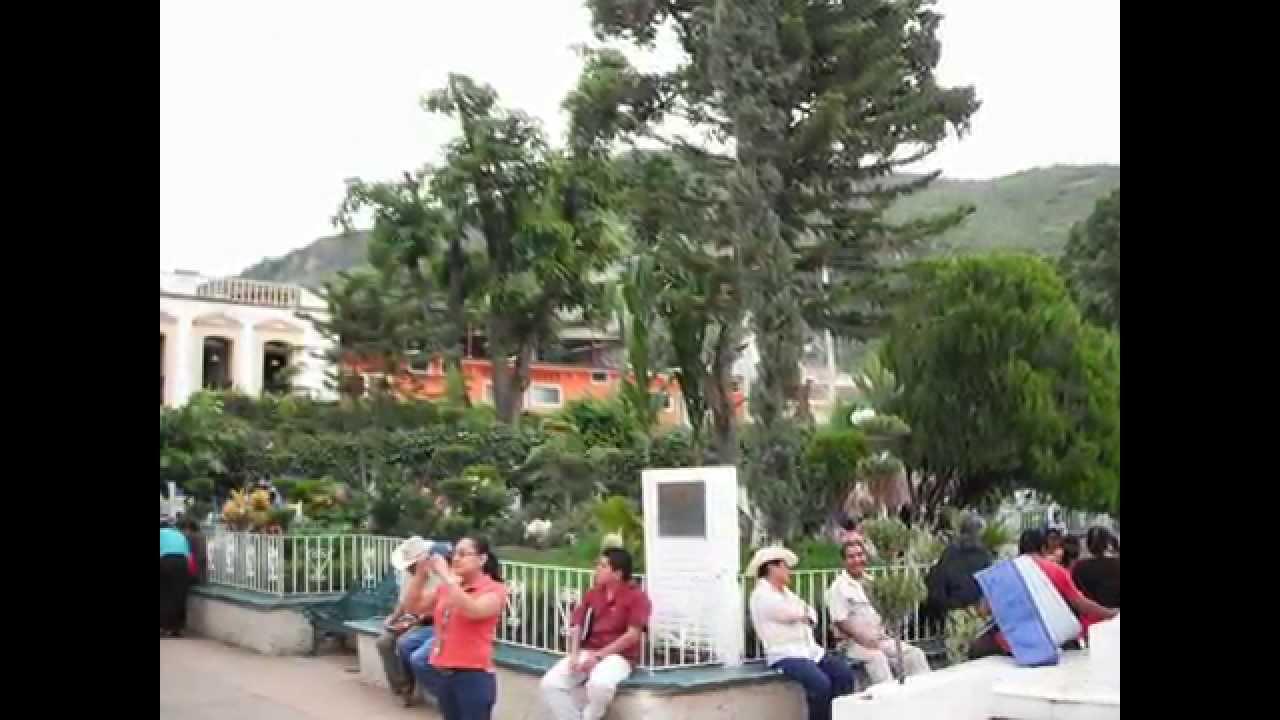 Zócalo y Catedral de San Agustin de Tlapa de onfort
