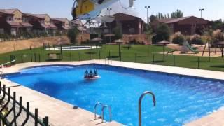 Helicóptero recogiendo agua incendio