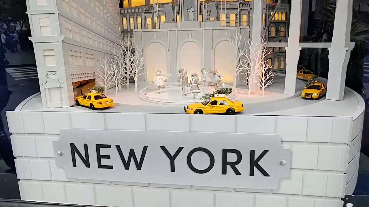 Christmas Window Displays.Lord Taylor 2017 Christmas Window Displays New York Countdown To Christmas