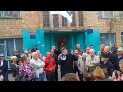 Семенченко с простыми киевлянами в обычном дворе . 16 апреля 2018 года