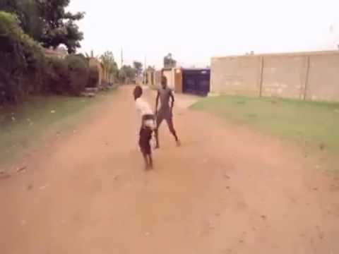 عندما يرقص الأفريقي على اغاني الراي thumbnail