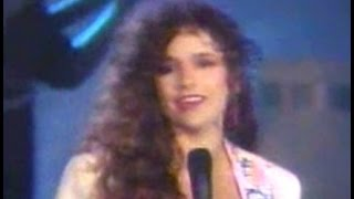NICOLETTE LARSON (Live) - Lotta Love (w / lyrics)