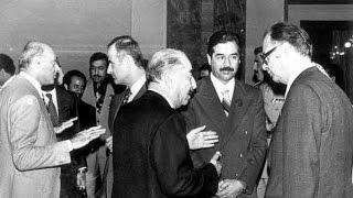 الرئيس الراحل صدام حسين في قاعة الخلد ١٩٧٩ يقتل خونة العراق .. فلم نادر جداً