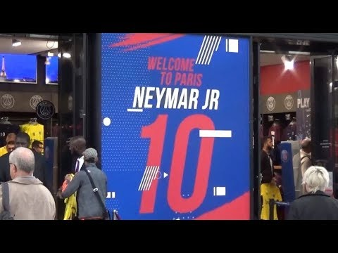 Neymar Jr merchandising @ Paris Saint Germain Store August 10, 2017 / Aout