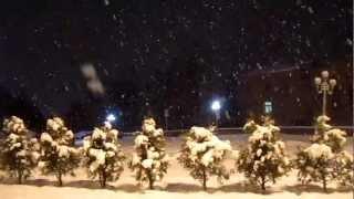 Снегопад в Кисловодске - шикарное видео!(Прошедшей зимой в Кисловодске очень много было снегопадов, которые особенно красивы в свете вечерних фонар..., 2012-03-31T11:55:39.000Z)