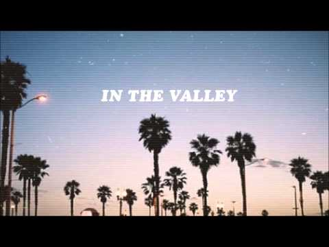 Marina and The Diamonds - Valley of the Dolls (Lyric Video)