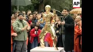Bosnians erect monument to kung fu legend