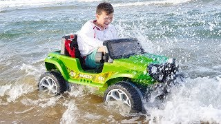 ALİ ARABASIYLA DENİZE GİRDİ KUMA BATTI Kid Ride on Power Wheels Toy Car STUCK in the SAND sea waves