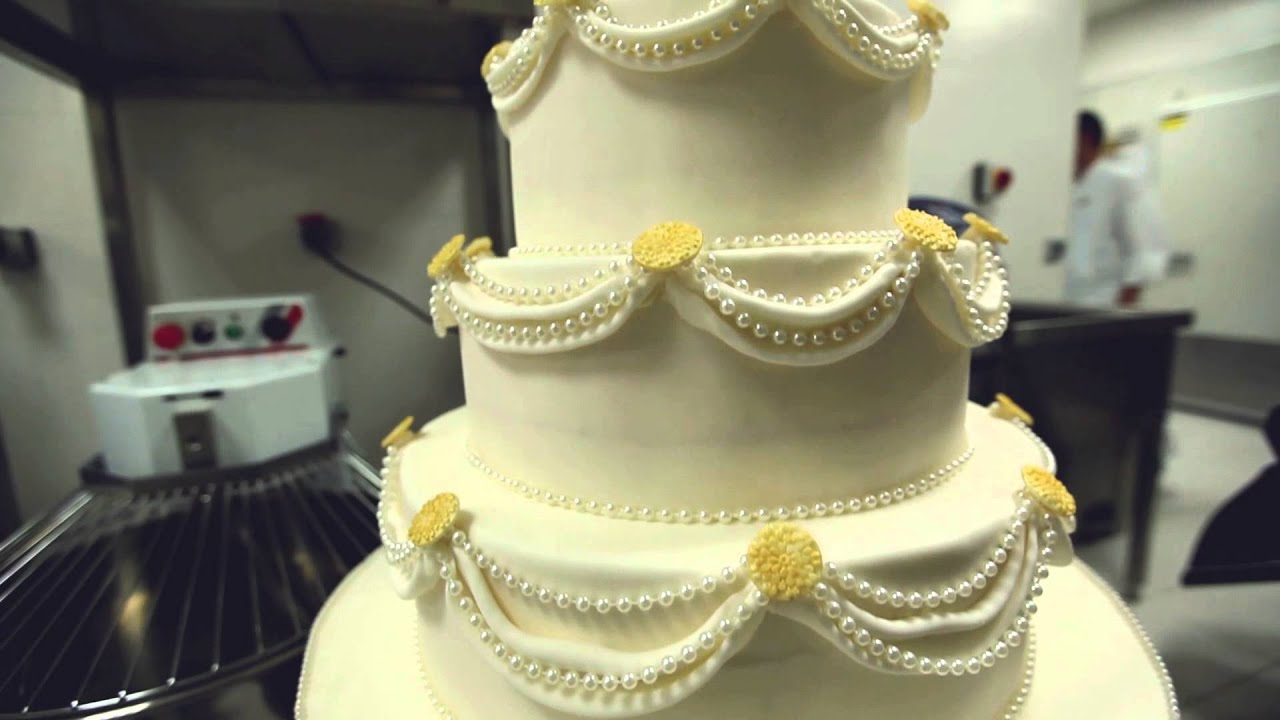 Boulevard Hotel Baku, Autograph Collection - Wedding Cake - YouTube