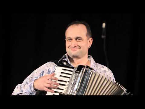 """Аккордеонист Юрий Тертычный - вальс """"Домино"""", музыка - Louis Ferrari."""