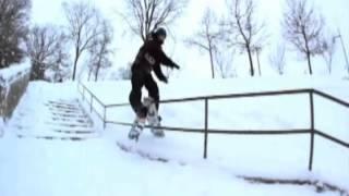 Il casse son snow sur une rampe Thumbnail