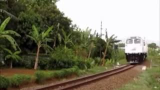 video kompilasi kereta api yang melintas di Purwokerto, meliputi: 1...
