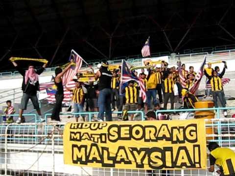 Ultras Malaya di suatu ketika dahulu chant:ayuh bangkit bersama