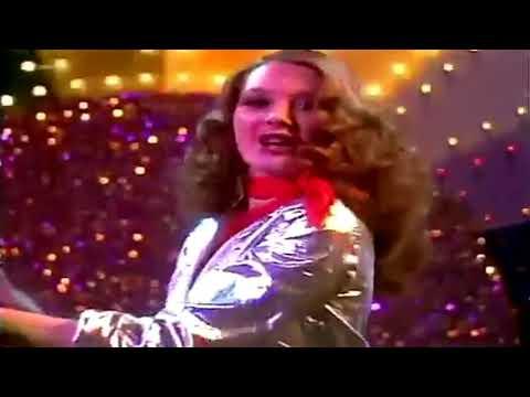 Universal Robot Band - Dance And Shake Your Tamborim (HD)