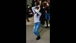 """홍대 버스킹 댄스팀 클락 지은 """"단발머리"""" 공연 [직캠…"""